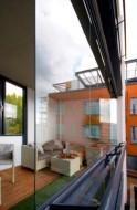 Szklane zabudowy balkonowe można planować na balkonach i loggiach położonych nawet 100 m ponad poziomem terenu fot. Schucko